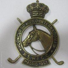 Coleccionismo deportivo: CHAPA DE METAL DEL CONCURSO HIPICO INTERNACIONAL. R. S. H. E. C. C. MADRID, 1961. 16X12CM. Lote 57723550