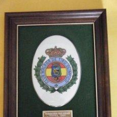 Coleccionismo deportivo: BONITA PORCELANA DEL CLUB MÁLAGA DE TIRO OLÍMPICO. ENMARCADA.. Lote 58218483