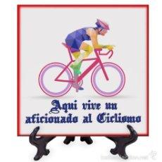 Coleccionismo deportivo: AZULEJO 10X10 AQUI VIVE UN AFICIONADO AL CICLISMO. Lote 58638135