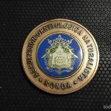 Coleccionismo deportivo: MEDALLA ASOCIACIÓN ORNITOLÓGICA NATURALISTA DE RONDA. Lote 60730831