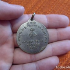 Coleccionismo deportivo: ANTIGUA MEDALLA NATACION DE TRAVESIA DEL PUERTO DE BARCELONA, FIESTAS MERCED, 1957. Lote 63024884