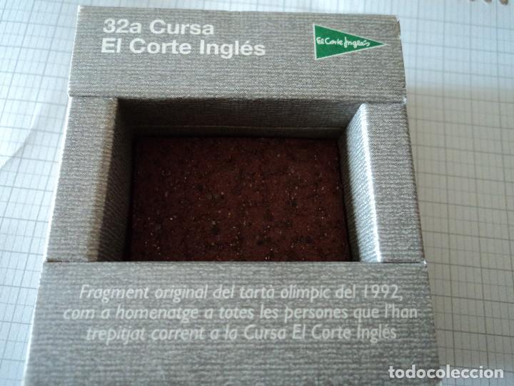 Coleccionismo deportivo: pedazo del tartan olimpico de barcelona 92 en su envase original - Foto 3 - 96732083