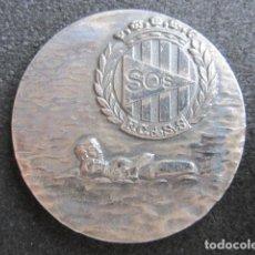 Coleccionismo deportivo: MEDALLA DE PLATA SOS. SOCORRISMO. X ANIVERSARIO FEDERACIÓN CATALANA DE SALVAMENTO. 1962-1972.. Lote 63621735