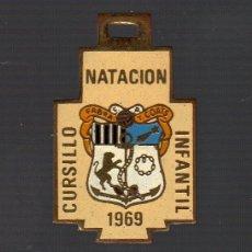 Coleccionismo deportivo: MEDALLA CURSILLO NATACIÓN INFANTIL FABRA Y COATS (BARCELONA · 1969). Lote 70378565