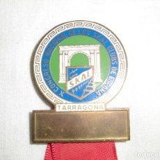 Coleccionismo deportivo: INSIGNIA ESMALTADA X CONGRESO NACIONAL DE LOS SKAL CLUBS DE ESPAÑA TARRAGONA . Lote 75155403