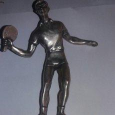 Coleccionismo deportivo: ANTIGUO TROFEO DE TENIS MESA EN METAL PLATEADO MUY DECORATIVO. Lote 77475138
