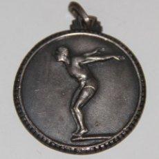 Coleccionismo deportivo: MEDALLA DE CAMPEONATO DE NATACIÓN. METAL PLATEADO. ESPAÑA. AÑOS 30. Lote 78025593