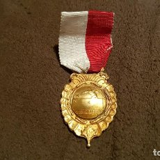 Coleccionismo deportivo: MEDALLA FEDERACION ASOCIACIÓN TENIS MESA CAMPEONATO NACIONAL FIGUEIRA FOZ PIN PON INSIGNIA 1959. Lote 79646717