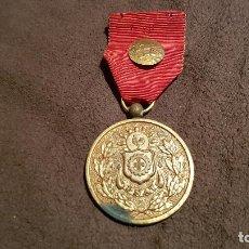 Coleccionismo deportivo: MEDALLA FEDERACION ASOCIACIÓN NATACIÓN CAMPEONATO NACIONAL 4 X 100 ML INSIGNIA PIN 1948/49. Lote 79647249
