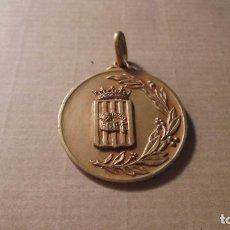 Coleccionismo deportivo: ANTIGUA MEDALLA - F.C.B. CAMPEON DE CATALUÑA BALON VOLEA 1ª CTG. 1957-58 - 3,5X3,3 CM. . Lote 84305860