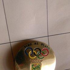 Coleccionismo deportivo: PLACA PIN INSIGNIA TROFEO TIRO AL PLATO PUERTO DE LA CRUZ JULIO 89. Lote 86474231