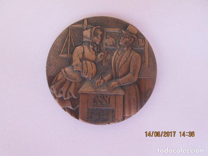 MEDALLA CONMEMORATIVA DEL CENTENARIO DEL BANCO DE SANTANDER 1.881 - 1.981 (Coleccionismo Deportivo - Medallas, Monedas y Trofeos - Otros deportes)