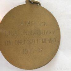 Coleccionismo deportivo: MEDALLA CAMPEÓN LIGA UNIVERSITARIA BALONCESTO FEMENINO 1991-92. Lote 90816198