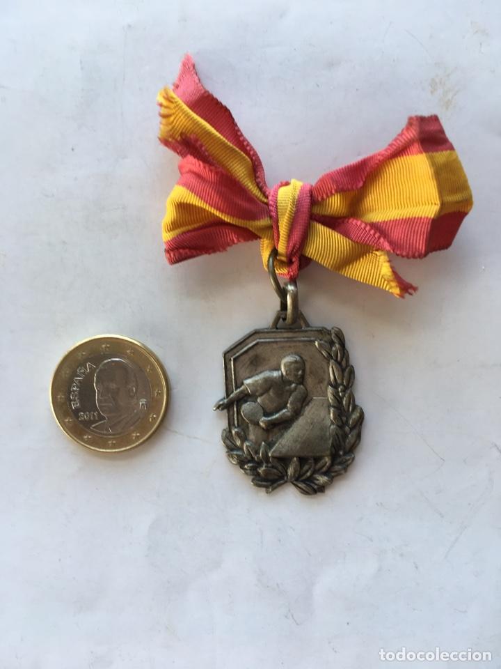 MEDALLA CAMPEONATO NACIONAL FRENTE DE JUVENTUDES (H.1940?) (Coleccionismo Deportivo - Medallas, Monedas y Trofeos - Otros deportes)
