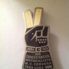 Coleccionismo deportivo: 1979 INSIGNIA ALFILER MOTOCICLISTA CONCENTRACIÓN TRES UWE. Lote 95251950