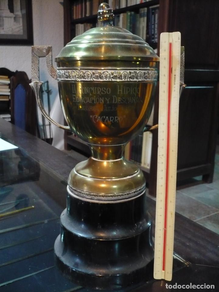 COPA TROFEO HÍPICO DE EDUCACIÓN Y DESCANSO, 1950, 36 CM DE ALTURA (Coleccionismo Deportivo - Medallas, Monedas y Trofeos - Otros deportes)