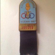 Coleccionismo deportivo: 1967 VIZCAYA INSIGNIA ALFILER JUEZ DEPORTIVO JUEGOS CANTÁBRICOS. Lote 98625371