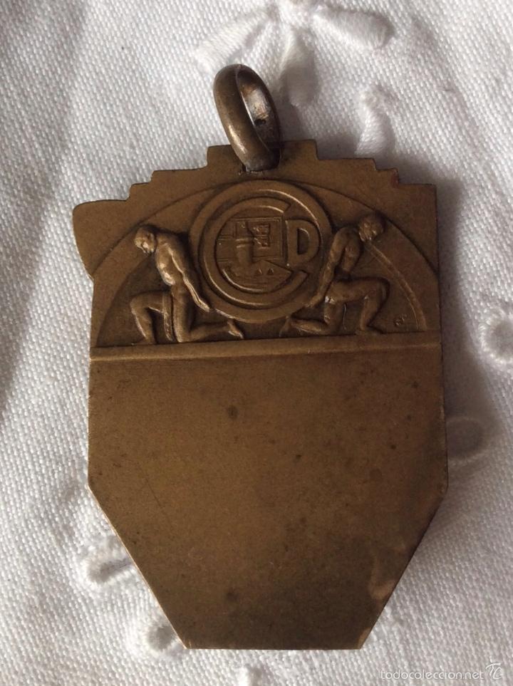 Coleccionismo deportivo: MEDALLA DE BALONCESTO DEL CLUB DEPORTIVO DE BILBAO MEDIADOS S XX MEDALLA DE METAL - Foto 3 - 99344015