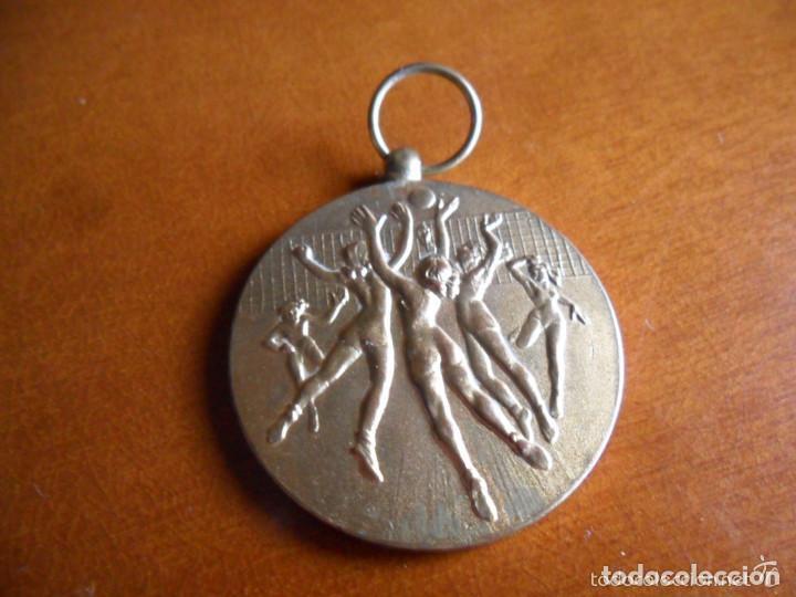 MEDALLA EN BRONCE DE VOLEIBOL AÑO 1956 (Coleccionismo Deportivo - Medallas, Monedas y Trofeos - Otros deportes)