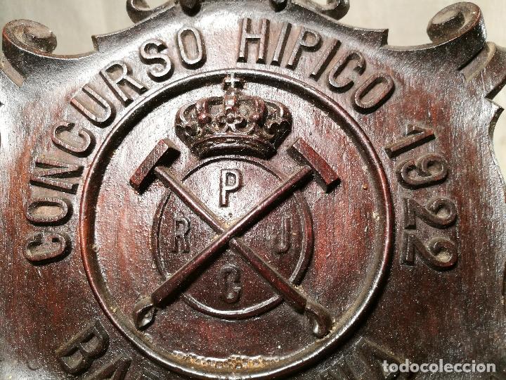 Coleccionismo deportivo: METOPA TALLA EN MADERA CAOBA ORIGINAL DEL REAL POLO JOCKEY CLUB DE BARCELONA. CONCURSO HIPICO 1922 - Foto 4 - 101400031