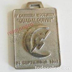 Coleccionismo deportivo: MEDALLA DE LA IV CARRERA NOCTURNA GUADALQUIVIR SEVILLA AÑO 1992 - METAL DEPORTE CORRER CORTE INGLÉS. Lote 102961823