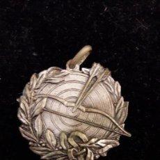 Coleccionismo deportivo: MEDALLA DE TIRO CON ARCO PLATA 1956. Lote 103467507