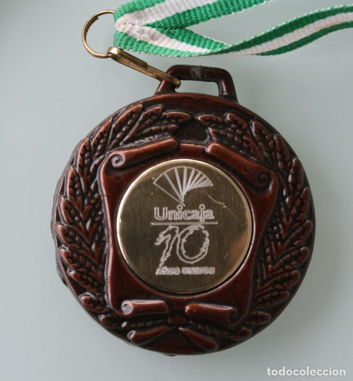 MEDALLA MEDALLON DE METAL I ENCUENTRO ANDALUZ DE ESCUELAS DEPORTIVAS DE UNICAJA 28 ABRIL 2001 MALAGA (Coleccionismo Deportivo - Medallas, Monedas y Trofeos - Otros deportes)