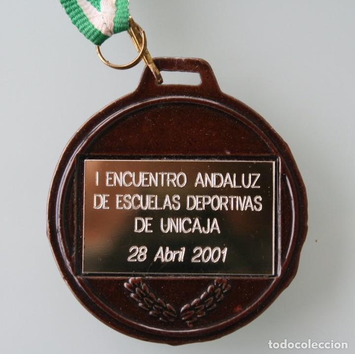 Coleccionismo deportivo: MEDALLA MEDALLON DE METAL I ENCUENTRO ANDALUZ DE ESCUELAS DEPORTIVAS DE UNICAJA 28 ABRIL 2001 MALAGA - Foto 2 - 104878031