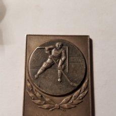 Coleccionismo deportivo: MEDALLA HOCKEY SOBRE HIELO 1970. Lote 107278806