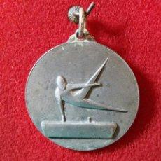 Coleccionismo deportivo: ANTIGUA MEDALLA GIMNASIA ARTÍSTICA P S F 72-73. Lote 107824355