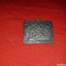 Coleccionismo deportivo: MEDALLA EL DEPORTE OLÍMPICO 1992 CERTAMEN NACIONAL DE PLASTICA. Lote 108673815