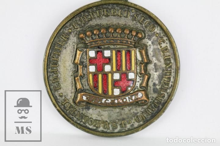 Coleccionismo deportivo: Medalla Esmaltada CD Jupiter / UD Pueblo Seco / CD Universitario Barcelona - Tormeo Juvenil, 1954 - Foto 2 - 109537863
