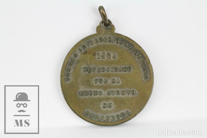 Coleccionismo deportivo: Medalla Esmaltada CD Jupiter / UD Pueblo Seco / CD Universitario Barcelona - Tormeo Juvenil, 1954 - Foto 3 - 109537863