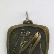 Coleccionismo deportivo: MEDALLA DEPORTIVA CONMEMORATIVA - COLEGIO BURGOS / VIII CURSILLO ESQUÍ CERLER - AÑO 1983. Lote 109547064