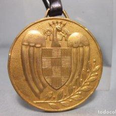 Coleccionismo deportivo: MEDALLA DE ORGANIZACIÓN DE LOS VI JUEGOS UNIVERSITARIOS NACIONALES - GRANADA 1956 - SEU. Lote 110625539