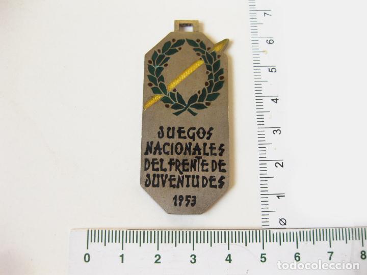 Coleccionismo deportivo: MEDALLA DE ORGANIZACIÓN DE LOS JUEGOS NACIONALES DEL FRENTE DE JUVENTUDES DE FALANGE - 1953 - Foto 2 - 111215727