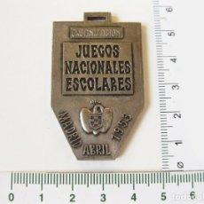 Coleccionismo deportivo: MEDALLA DE ORGANIZACIÓN DE LOS JUEGOS NACIONALES ESCOLARES DE 1953 - FALANGE - OJE - JEN - SEU. Lote 111217019