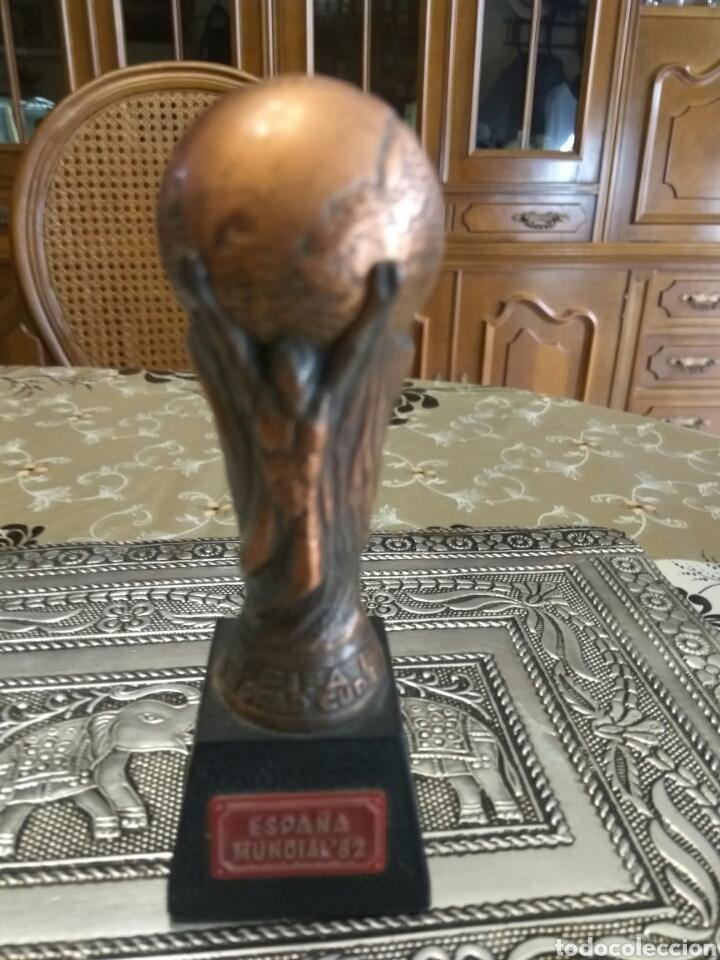 TROFEO ESPAÑA 82 REPLICA METAL MACIZO 12 CMS ALTO (Coleccionismo Deportivo - Medallas, Monedas y Trofeos - Otros deportes)