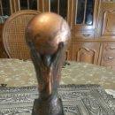 Coleccionismo deportivo: TROFEO ESPAÑA 82 REPLICA METAL MACIZO 12 CMS ALTO. Lote 112131104