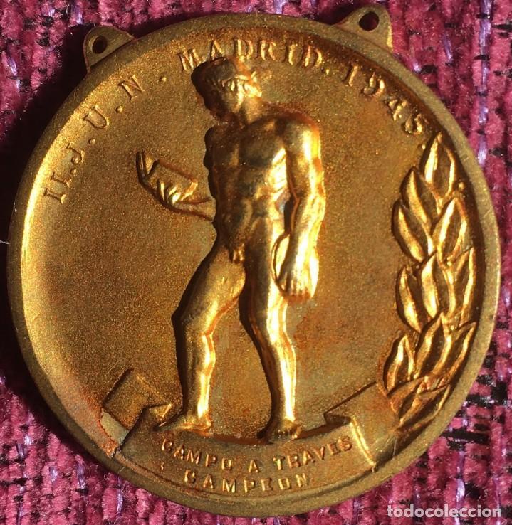 FALANGE - SEU MEDALLA II JUEGOS UNIVERSITARIOS NACIONALES - JUN - MADRID 1945 CAMPEÓN CAMPO A TRAVÉS (Coleccionismo Deportivo - Medallas, Monedas y Trofeos - Otros deportes)