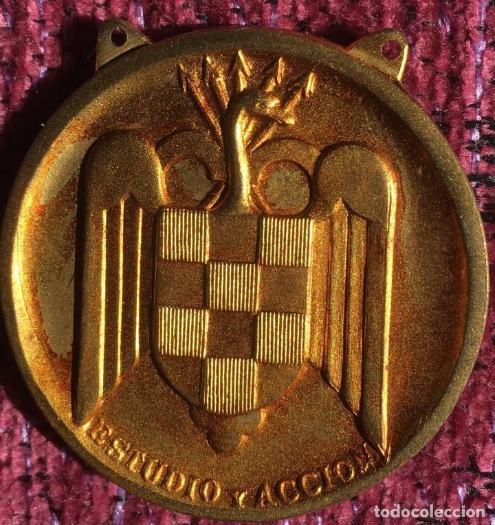 Coleccionismo deportivo: FALANGE - SEU MEDALLA II JUEGOS UNIVERSITARIOS NACIONALES - JUN - MADRID 1945 CAMPEÓN CAMPO A TRAVÉS - Foto 2 - 112816915