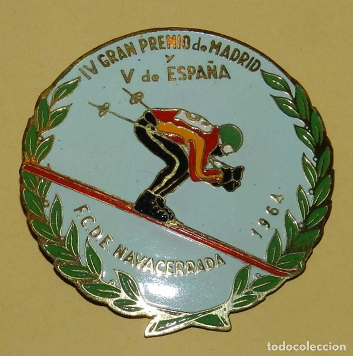 Coleccionismo deportivo: ANTIGUA INSIGNIA ESMALTADA DE LA FEDERACION CASTELLANA DE ESQUI, NAVACERRADA 1964, IV GRAN PREMIO D - Foto 2 - 113648587
