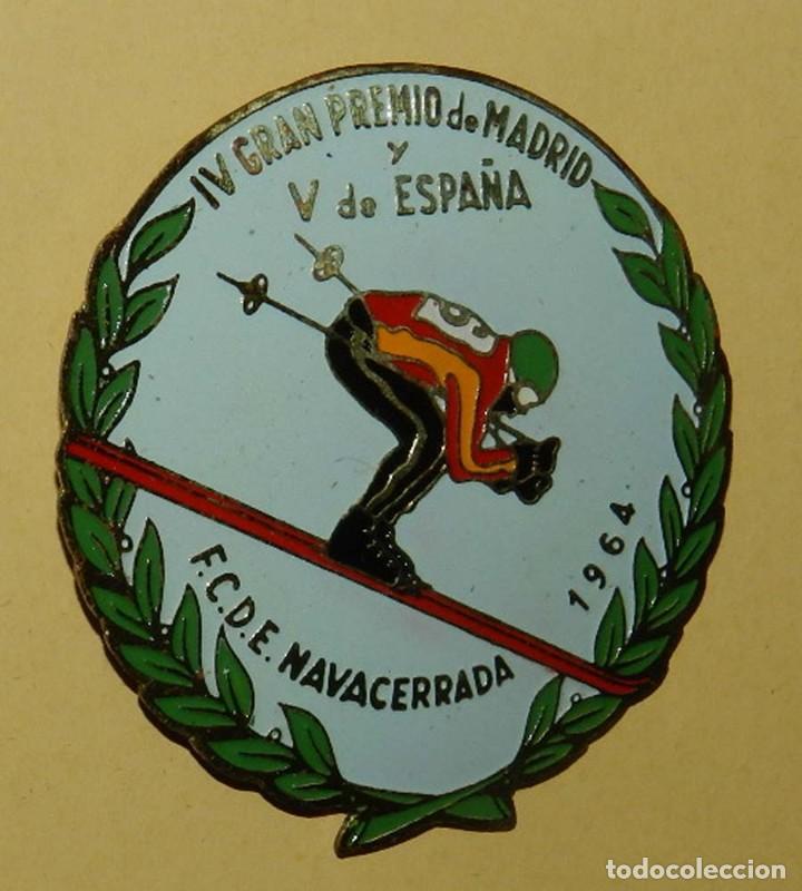 Coleccionismo deportivo: ANTIGUA INSIGNIA ESMALTADA DE LA FEDERACION CASTELLANA DE ESQUI, NAVACERRADA 1964, IV GRAN PREMIO D - Foto 3 - 113648587