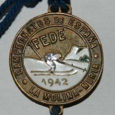 Coleccionismo deportivo: MEDALLA ESMALTADA CAMPEONATOS ESPAÑA DE ESQUÍ 1942, FEDE, FEDERACION ESPAÑOLA DE ESQUI, LA MOLINA NÚ. Lote 115019127