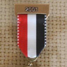 Coleccionismo deportivo: MEDALLA INSIGNIA CONDECORACION DISTINCION SAMARITAINS GRAND-SACONNEX GINEBRA SUIZA AÑO 2001. Lote 116325651