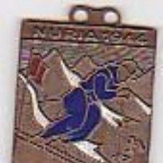 Coleccionismo deportivo: MEDALLA ESMALTADA CONMEMORATIVA CAMPEONATOS DE ESPAÑA DE SKY NURIA 1944. Lote 117735679