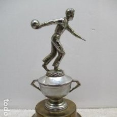 Coleccionismo deportivo: TROFEO DE MARTIN LAGOS 1966 - 38 CM DE ALTURA. MUY BONITO PESADO.. Lote 119325139