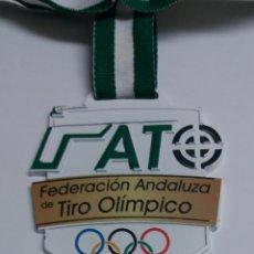 Coleccionismo deportivo: MEDALLA FEDERACION ANDALUZA DE TIRO OLIMPICO. Lote 122649439