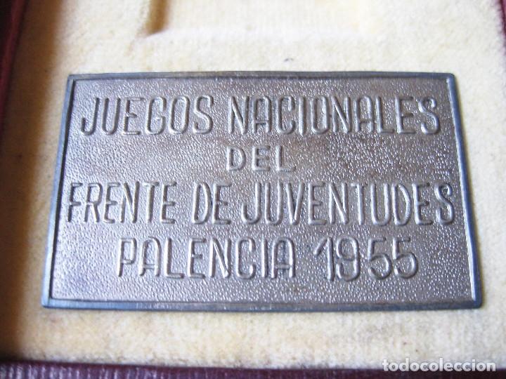 Coleccionismo deportivo: ESTUCHE DE MEDALLA DE LOS JUEGOS NACIONALES DEL FRENTE DE JUVENTUDES DE 1955 - FALANGE - Foto 2 - 124486415