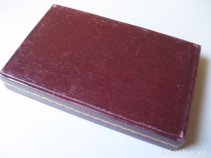 Coleccionismo deportivo: ESTUCHE DE MEDALLA DE LOS JUEGOS NACIONALES DEL FRENTE DE JUVENTUDES DE 1955 - FALANGE - Foto 3 - 124486415